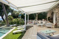 Villa a Nerano - Villa di Lusso Ibiscus 1 con Piscina Privata, Discesa alla Spiaggia, Parcheggio, Vista Mare, Colazione
