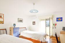 Appartamento a Sorrento - Sorrento Sunset Flat con Vista Mare, Terrazzo Privato, Pacheggio e Aria Condizionata