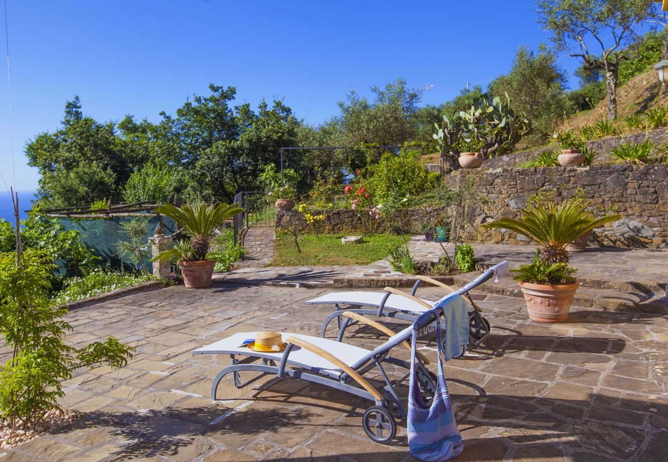 Villa a Sant´Agata sui Due Golfi - AMORE RENTALS - Villa dei Galli con Piscina Privata, Vista Mare, Giardino, Parcheggio e Aria Condizionata