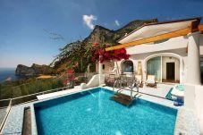 Villa a Nerano - Villa Ariadne con Vista Mare, Jacuzzi, Piscina e Colazione