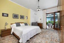 Appartamento a Sorrento - Appartamento Degli Aranci, Aria Condizionata, Riscaldamento, WI-FI, Centro Citta'