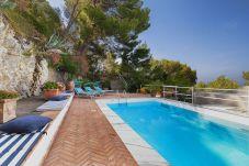 Villa a Capri - Villa Apollo con Piscina Privata, Vista Mare, Terrazzi e Giardino