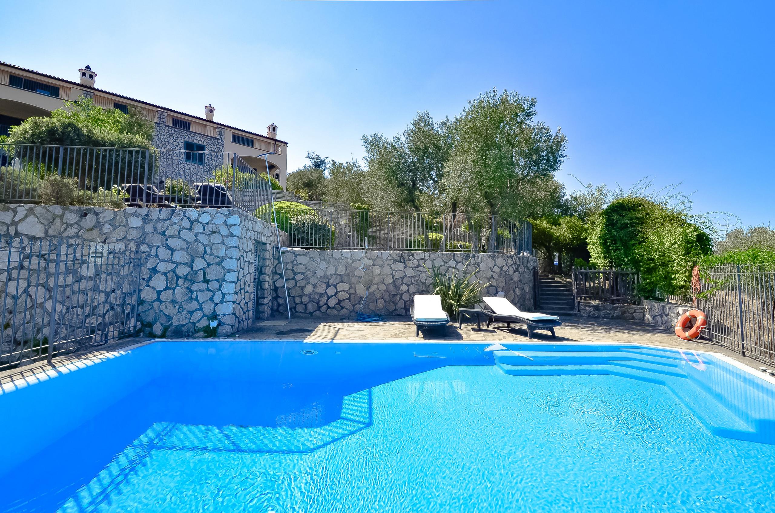 Piscina A Torre Del Greco casa la giuggiola con piscina privata, vista mare, giardino e parcheggio