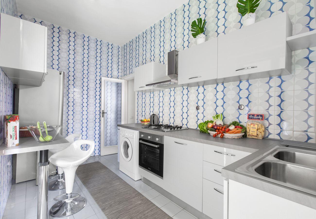 Appartamento a Sorrento - AMORE RENTALS - Appartamento Savino con Terrazzo, Parcheggio e Aria Condizionat