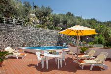 Villa a Nerano - Villa Luciana con Piscina Privata, Terrazzo, Parcheggio e Vista Mare
