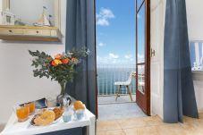 Appartamento a Sorrento - Appartamento Marina Blu con Vista Mare a Due Passi Dalla Spiaggia