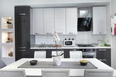 Appartamento a Sorrento - Casa Chanel con Piscina Condivisa, Terrazzo e Aria Condizionata