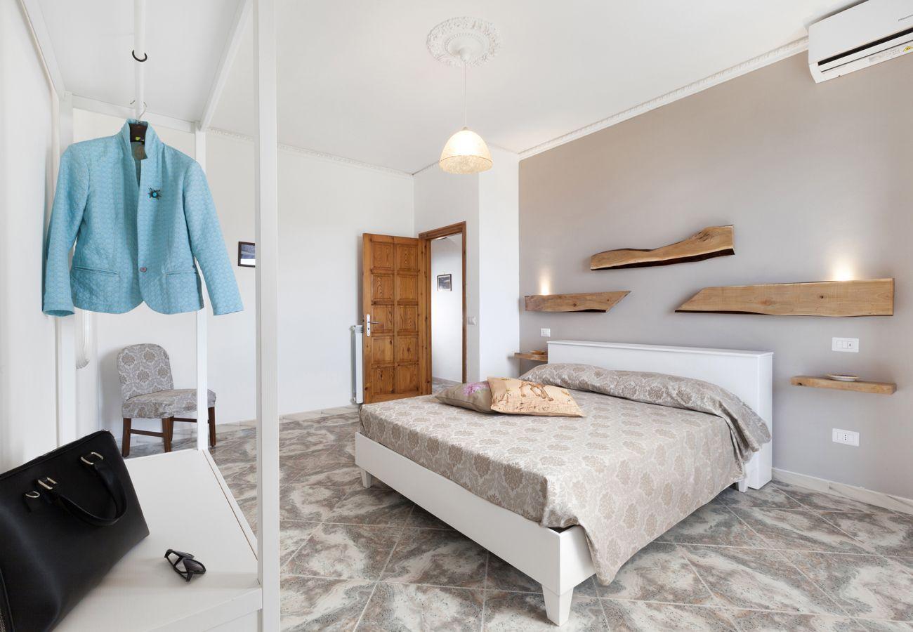 Casa a Massa Lubrense - AMORE RENTALS - Casa Le Tre Isole con Terrazzi Privati, Vista Mare e Parcheggio