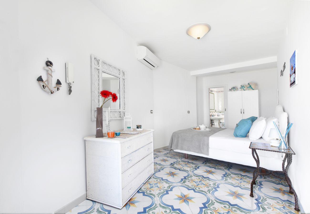 Casa a Massa Lubrense - AMORE RENTALS - Casa Giovanna C con Terrazzi, Vasca Idromassaggio, Vista Mare e Discesa al Mare