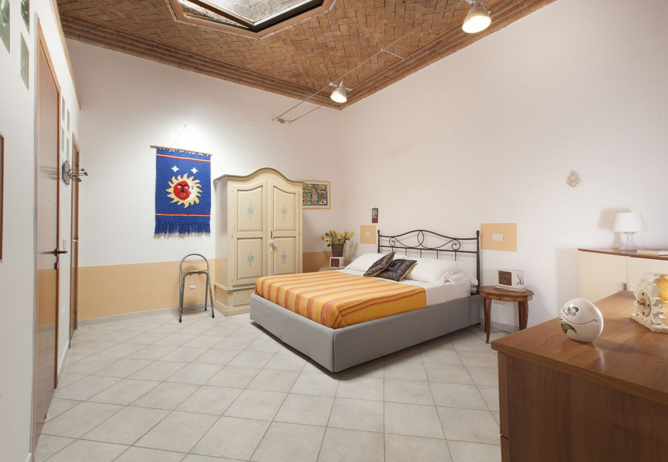 Appartamento a Sorrento - AMORE RENTALS - Casa Tiziano con Aria Condizionata nel Centro di Sorrento