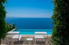 Villa a Sant´Agata sui Due Golfi - Villa Raffaella con Piscina Privata, Vista Mare, Parcheggio e Giardino