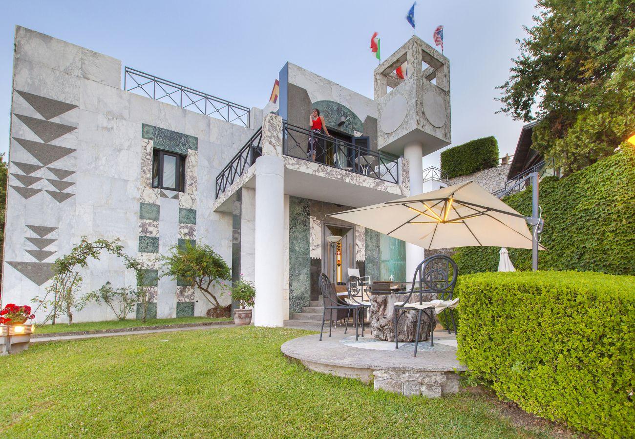 Villa a Sant´Agnello - AMORE RENTALS - Villa La Ventana con Piscina Privata, Giardino, Jacuzzi, Vista Maree Parcheggio