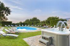 Villa a Sant´Agnello - Villa La Ventana con Piscina Privata, Giardino, Jacuzzi, Vista Maree Parcheggio