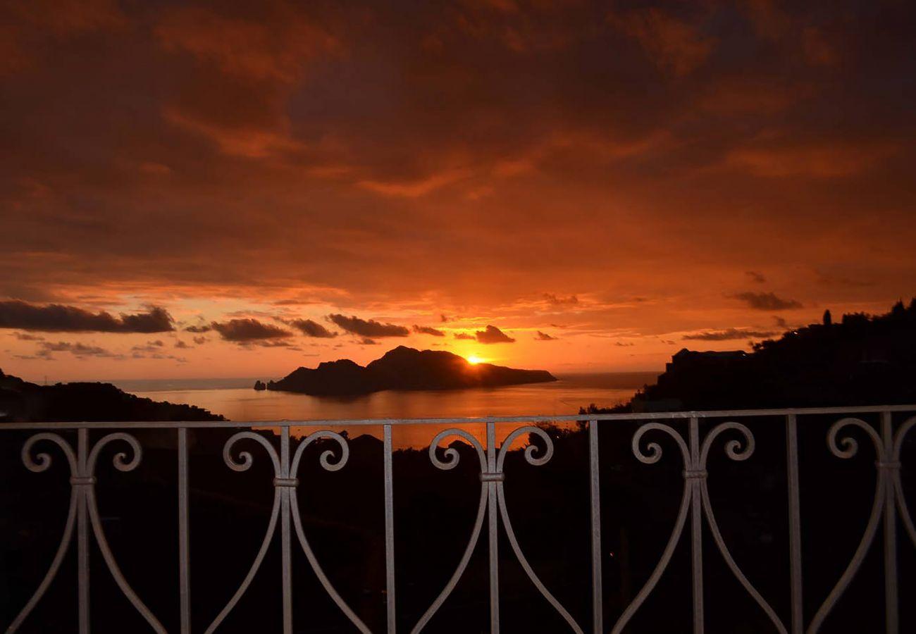 Villa a Massa Lubrense - AMORE RENTALS - Villa Santa Lucia con Piscina Privata, Vista Mare, Terrazzi e Parcheggio
