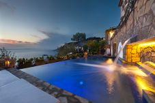 Villa a Massa Lubrense - Villa dei Sogni con Piscina Privata, Vista Mare, Parcheggio e Aria Condizionata