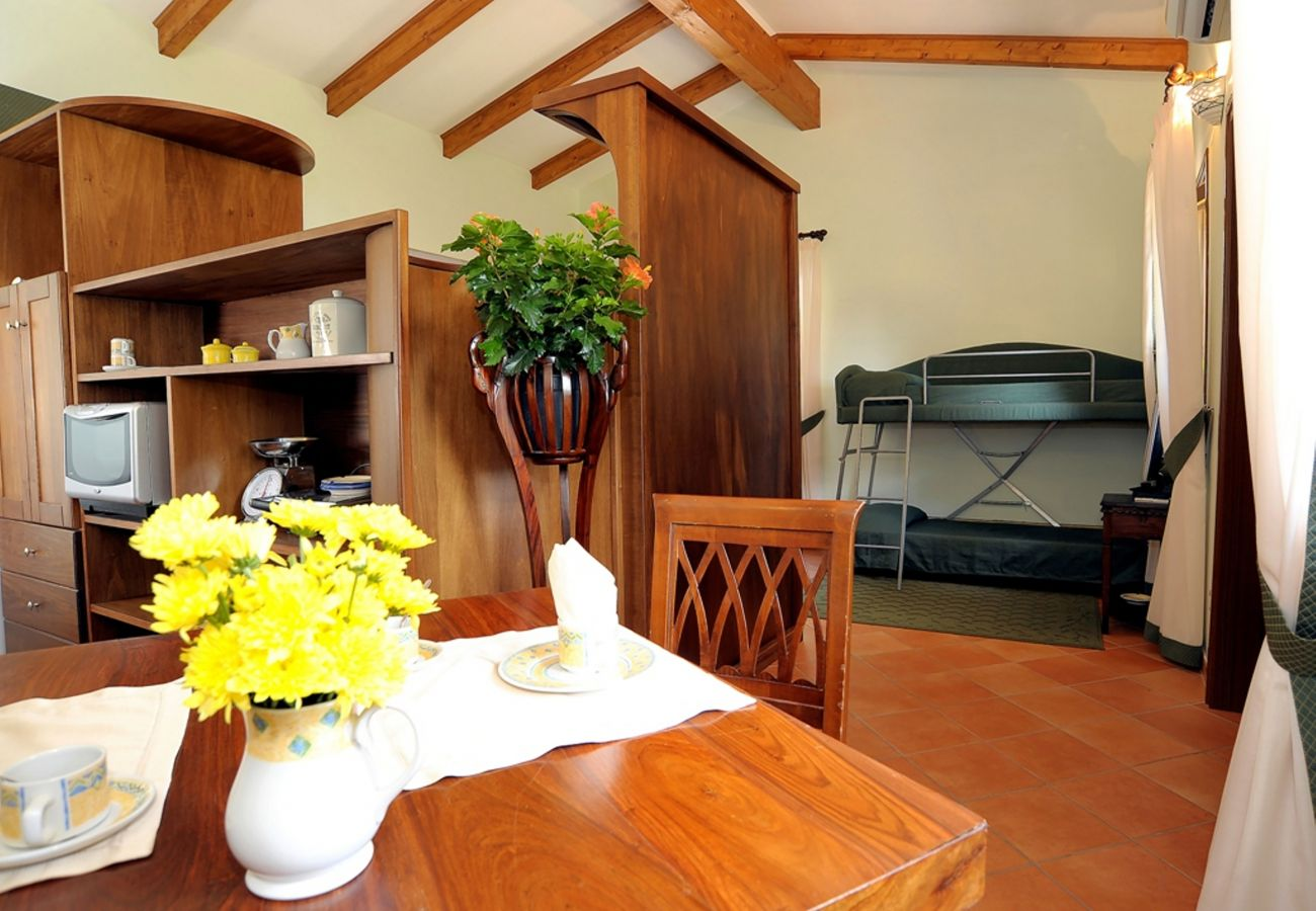 Studio a Sant´Agata sui Due Golfi - Cottage Isaura B con Piscina Condivisa, Parcheggio e Aria Condiziona