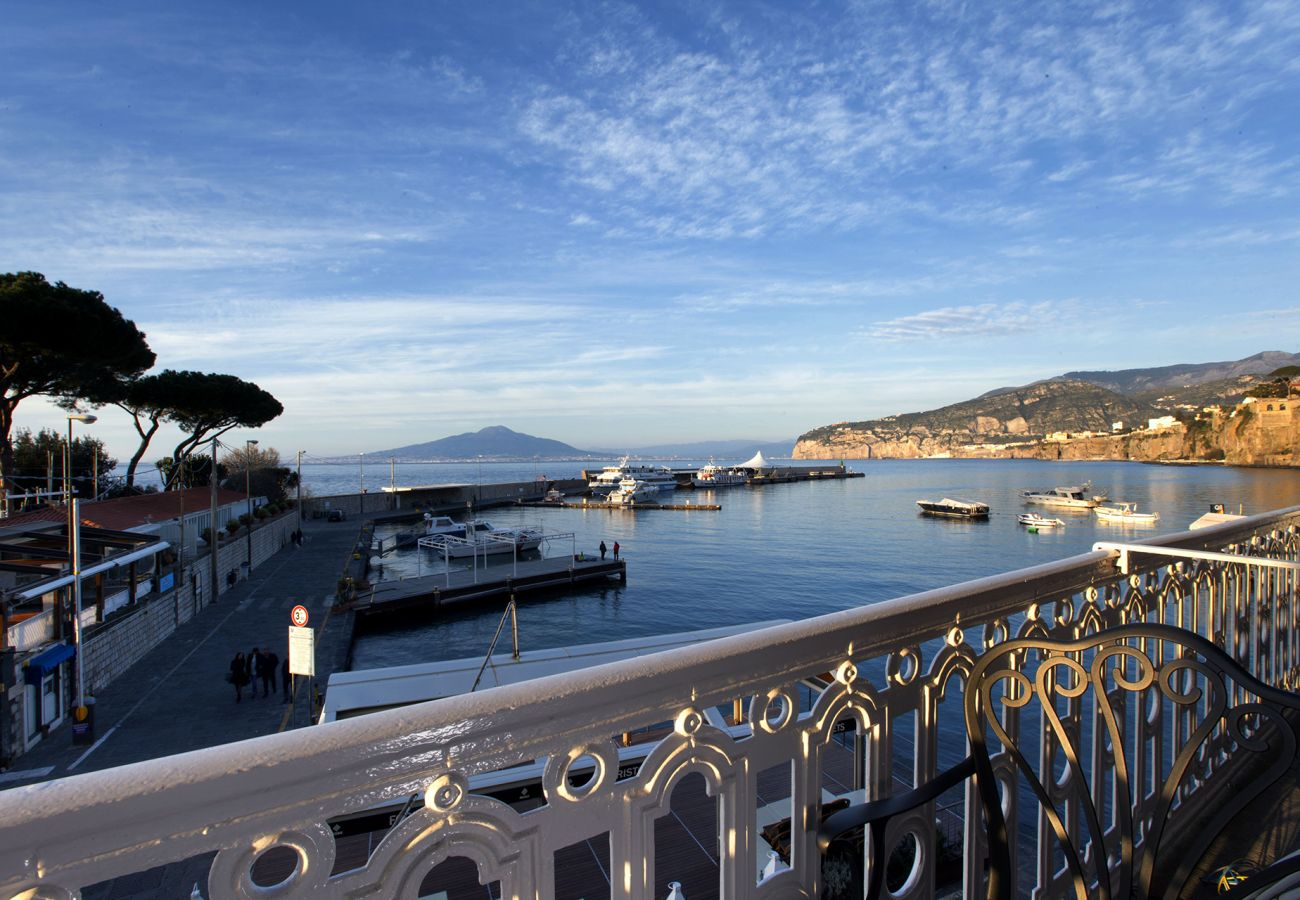 Apartment in Sorrento - Apartment Gilda's House with Private Terraces, Sea View, Air Conditioning, Near the Beach