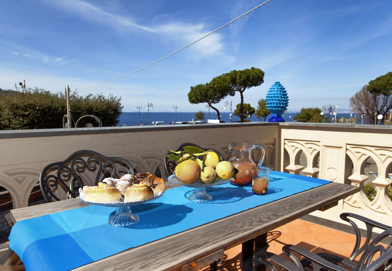 Apartment in Sorrento - Apartment Gilda's House 1 with Private Terraces, Sea View, Air Conditioning, Near the Beach
