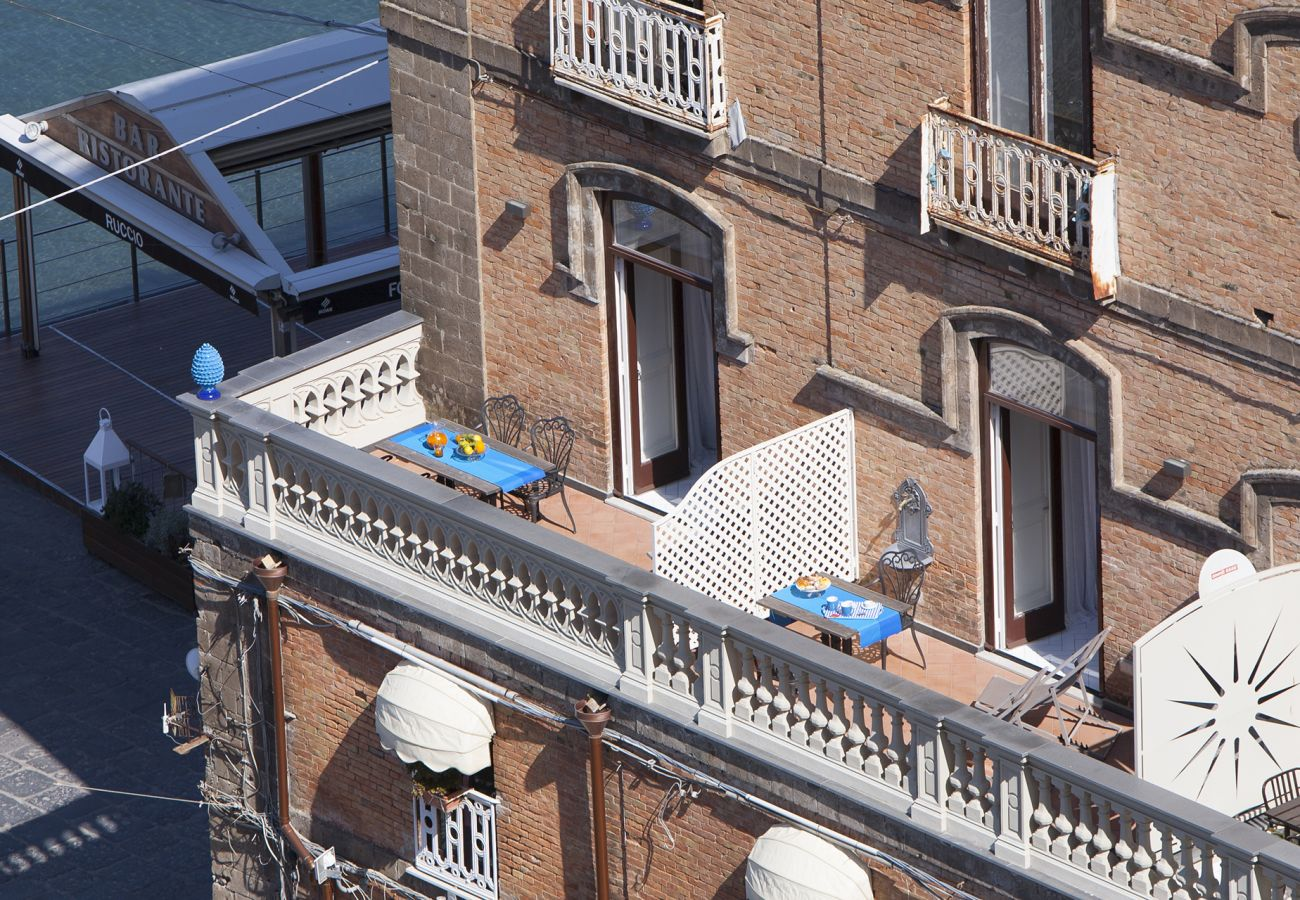 Rent by room in Sorrento - Apartment Gilda's House 2 with Private Terrace, Sea View, Air Conditioning, Near the Beach