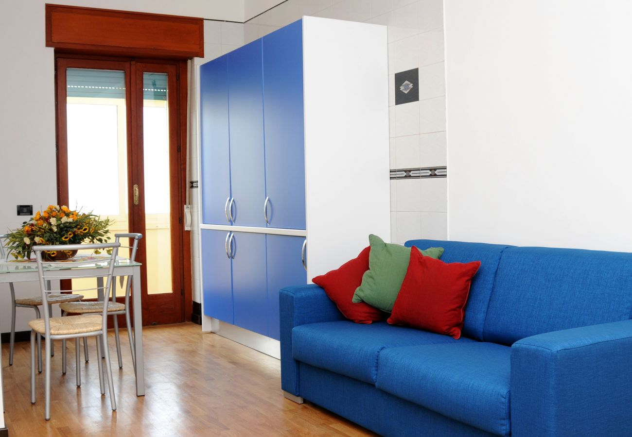 Apartment in Sorrento - AMORE RENTALS - Casa Azzurra with Air Conditioning, WI-FI and Heating in the Town Center