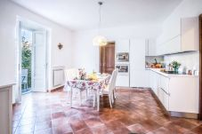 Apartment in Sorrento - Maison Palazzo Correale in Piazza Tasso with Parking