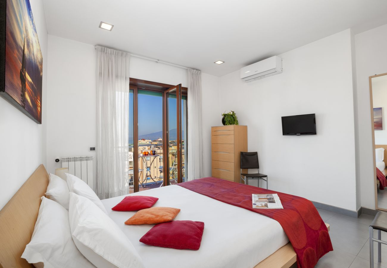 Apartment in Sorrento - AMORE RENTALS - Apartment Virginia with private Terracces, Air Conditioning, Sea View and Internet WI-FI