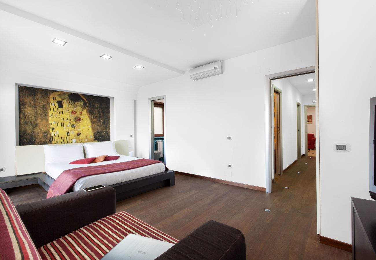 Apartment in Sorrento - AMORE RENTALS - Apartment Virginia 1 with Private Terrace, Sea View, Air Conditioning and WI-FI