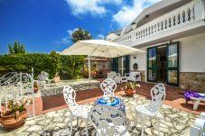 Villa in Sant´Agnello - Villa Loto with Private Swimming Pool, Sea View, Parking and Air Conditioning