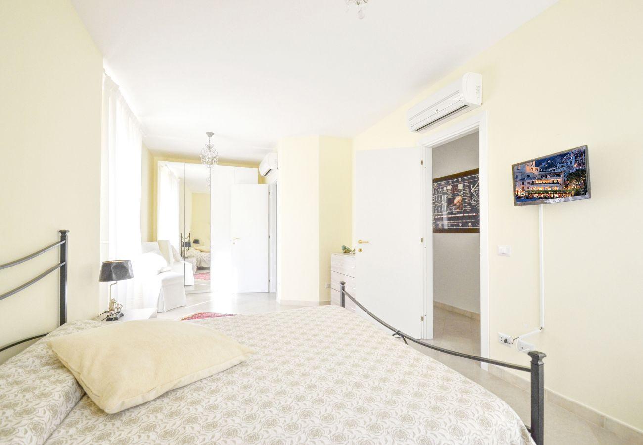 Villa in Massa Lubrense - AMORE RENTALS - Villa Rosa With Private Jacuzzi, Parking and Sea View