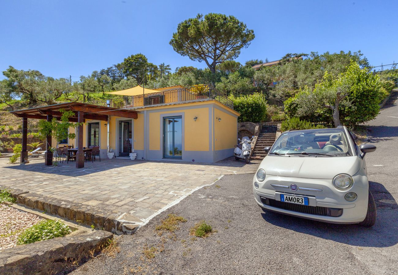 Villa in Sant´Agata sui Due Golfi - Villa dei Galli with Private Pool, Sea View, Garden, Parking and Air Conditioning