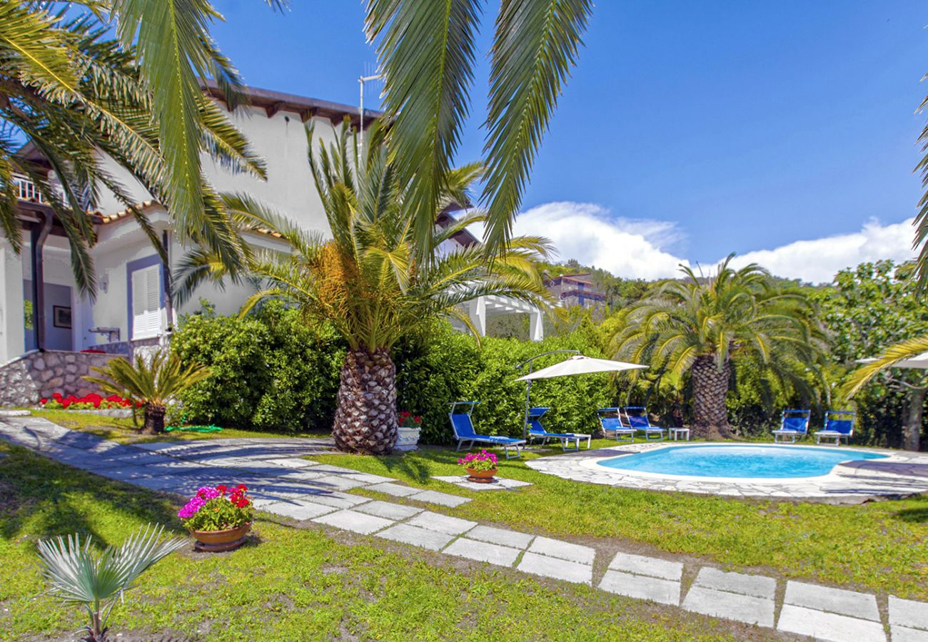 Villa in Massa Lubrense - AMORE RENTALS - Villa Claudia with private Pool, Sea View, Jacuzzi, Garden and Parking