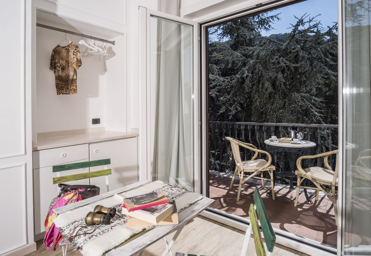 Apartment in Sorrento - AMORE RENTALS - Studio Apartment Cuore with Private Balcony and Shared Pool