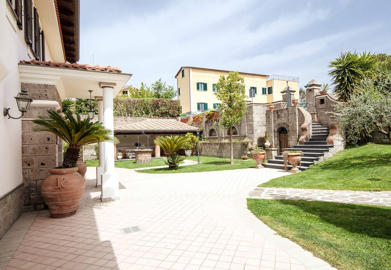Villa in Sant´Agata sui Due Golfi - AMORE RENTALS - Villa Serena with Private Swimming Pool, garden and Parking in the centre of the Village
