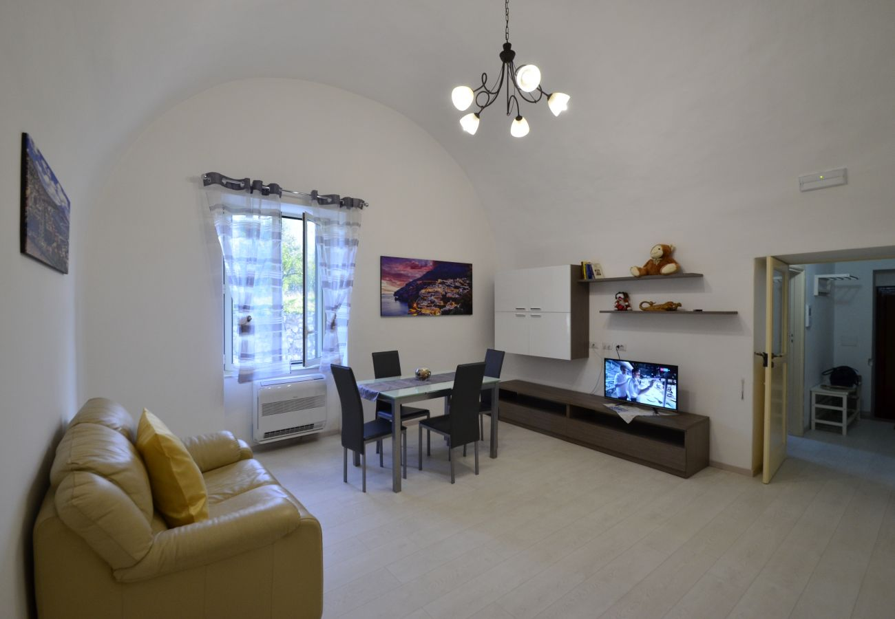 Apartment in Piano di Sorrento - Apartment Venere with Air Conditioning, Internet WI-FI, Parking and Close to the Center