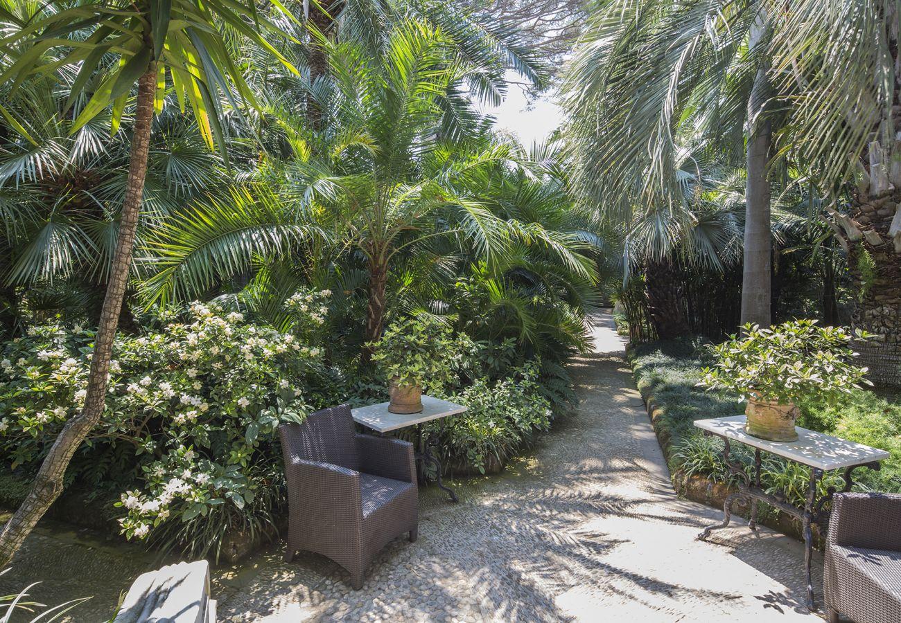 Villa in Sant´Agnello - Villa Le Palme with Swimming Pool, Garden and Parking