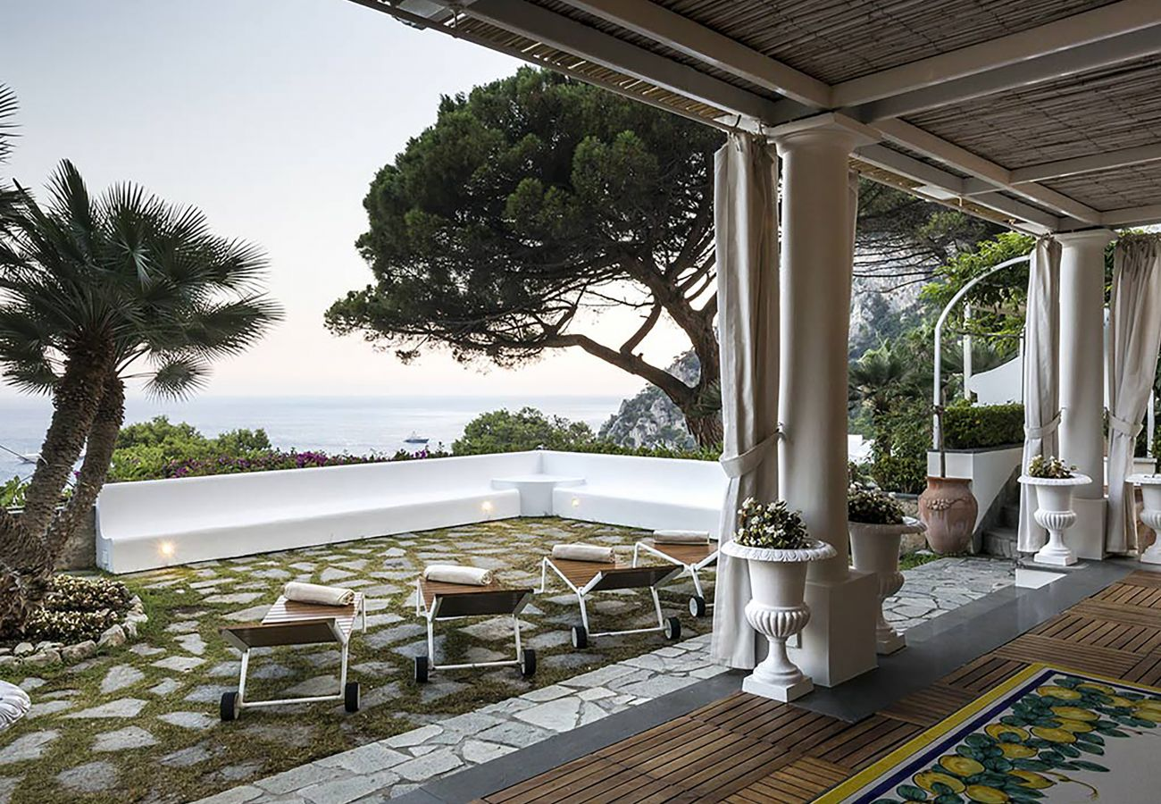 Villa in Capri - Villa Afrodite with Sea View, Piscina, Garden and Parking near the Sea