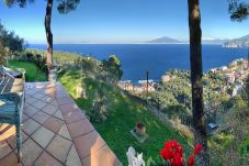 Villa in Sorrento - Villa Giada with Swimming Pool, Garden, Sea View and Parking