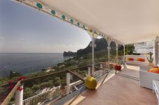 Villa in Nerano - Villa Giove 1 with Swimming Pool, Sea View, Jacuzzi, Breakfast and Parking Near the Sea