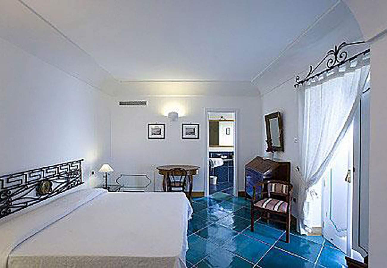Villa in Positano - Villa Le Sirene 1 with Private Pool, Sea View and Breakfast