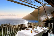 Villa in Positano - Villa Le Sirene with private Pool, Sea View, Air Conditioning and Breakfast