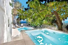 Villa in Positano - Villa Le Sirene with private Pool, Sea View, Air Conditioning and Breakfast