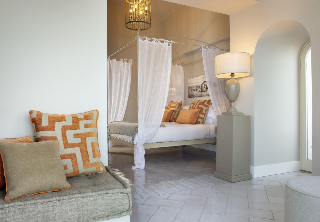 Villa in Sorrento - AMORE RENTALS -Villa Galidia with Jacuzzi, Sea View, Garden and Air Conditioning