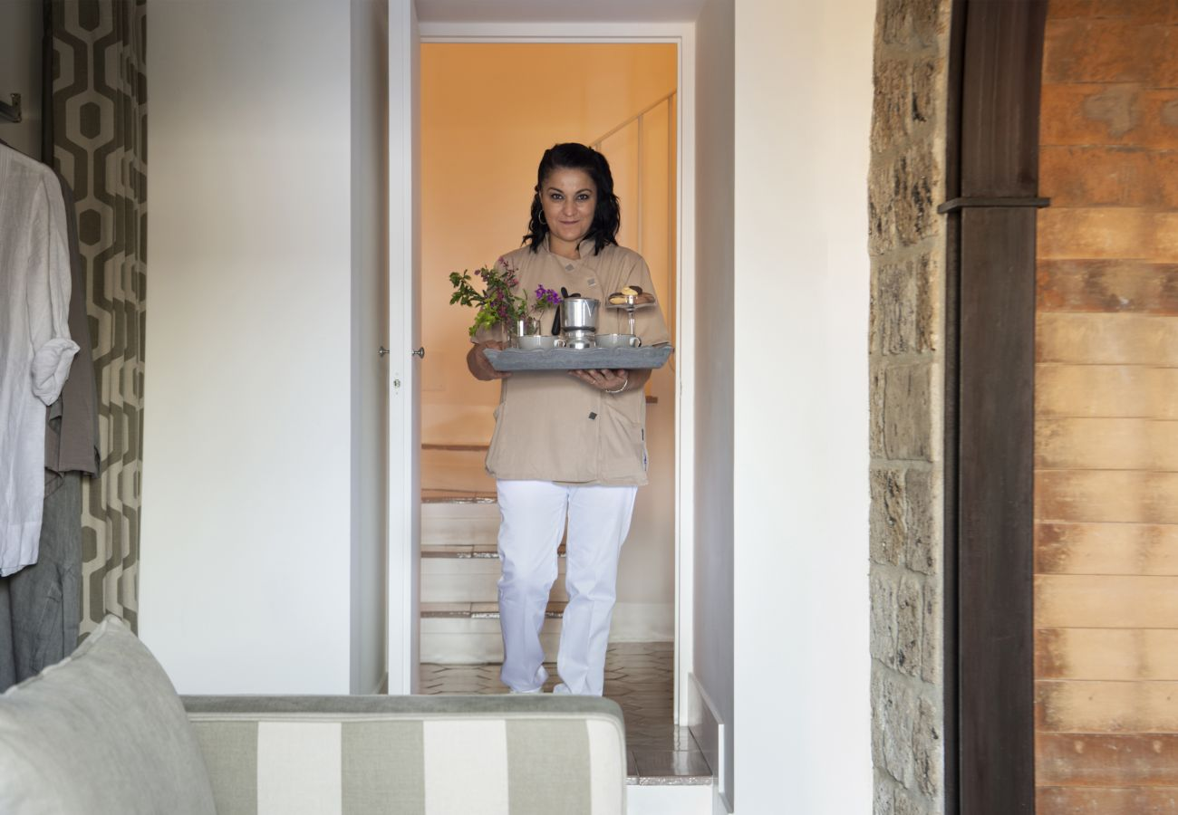 Villa in Sorrento - Villa Galidia with Jacuzzi, Sea View, Garden and Air Conditioning