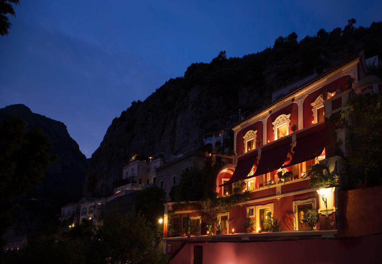 Villa in Positano - AMORE RENTALS - Palazzo Santa Croce with heated Pool, Sea View, Chef and Breakfast Ideal for Weddings
