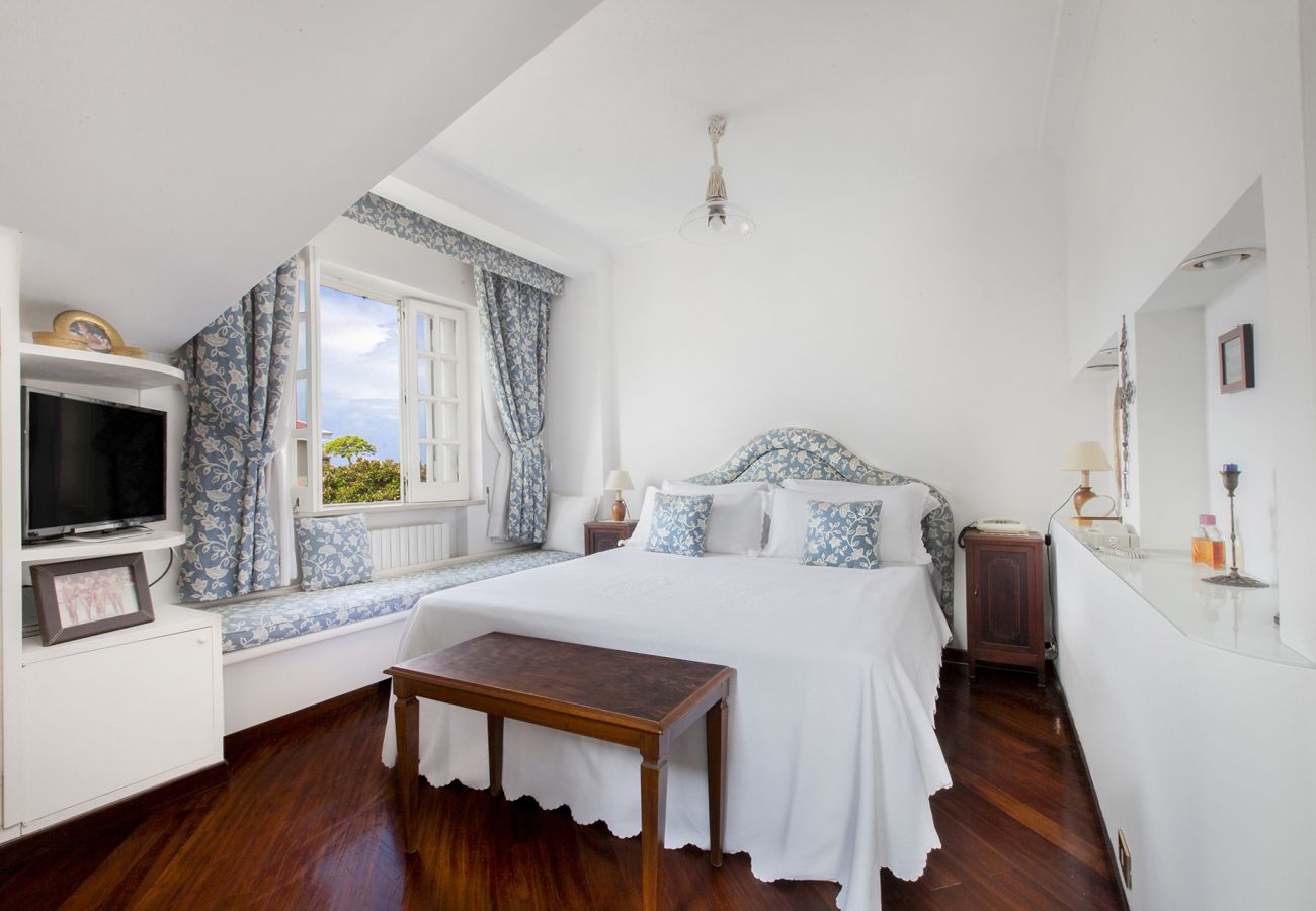 Villa in Sorrento - Villa Luca with Private Terracce, Air Conditioning and Parking