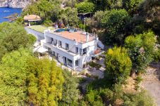 Villa in Massa Lubrense - Villa Ofelia with Private Pool, Garden and Direct Access to the Sea