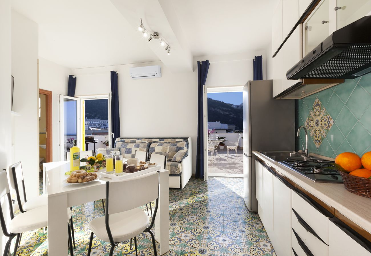 Apartment in Sorrento - AMORE RENTALS - Appartamento Brum with Shared Pool, Terrace and Sea View