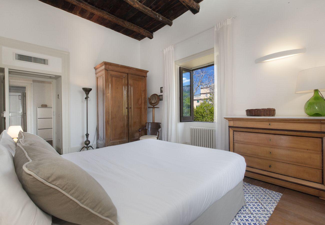 Villa in Piano di Sorrento - AMORE RENTALS - Villa Il Principe with Garden, Terraces and Parking, close to the Beach