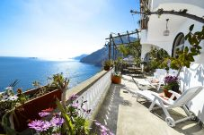 House in Positano - Casa Ramni with Private Terrace, Sea View and Air Conditioning