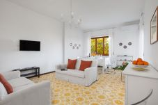 Apartment in Sorrento - Appartamento Savino with Terrace, Parking and Air Conditioning